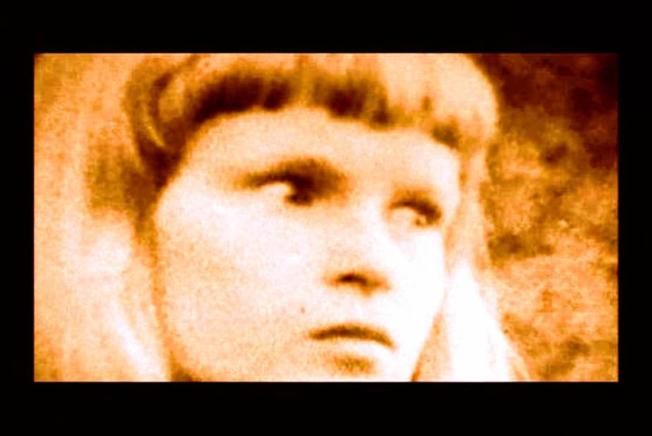 Repulsion 1964 Excerpt-The Close of an agry looking young girl